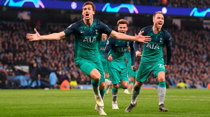 Spettacolo a Manchester, vince il City 4-3 ma passa il Tottenham: gol qualificazione di Llorente