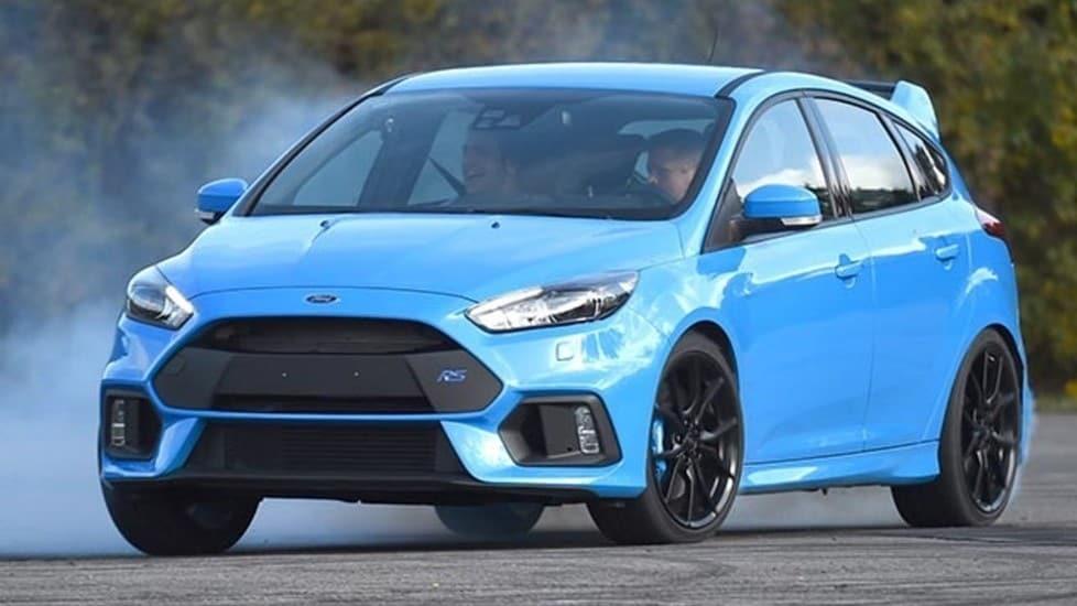 Un upgrade tecnologico al passo con i tempi quello sulla Ford Focus RS. Il motore è sempre il 2.3 EcoBoost, un quattro cilindri turbo, assieme alla raffinata trazione integrale. Si avvale inoltei di un plus: un mild hybrid con batteria a 48 Volt