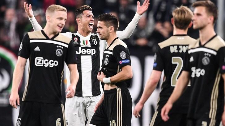 Serie A, affissi in strada necrologi per la Juventus: rimossi dal sindaco