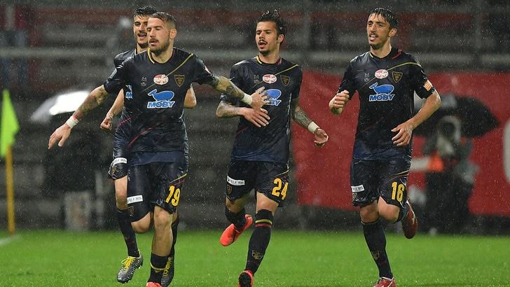Serie B, il Lecce sbanca il Curi e vede la promozione. Solo un pari per il Palermo