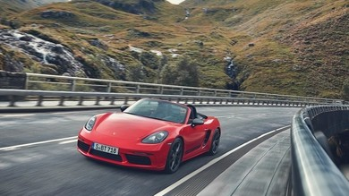 Porsche, piano elettrico e ibrido per il 2022
