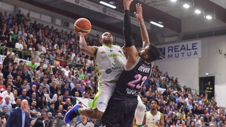 Basket, Eurocup: Sassari vince in casa l'andata contro Wurzburg
