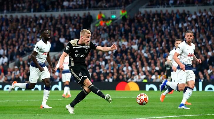Tottenham-Ajax 0-1: basta il destro di Van de Beek
