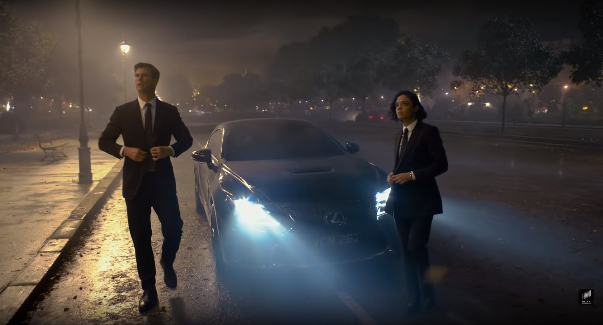 Lexus RC F superstar al cinema sfida gli alieni