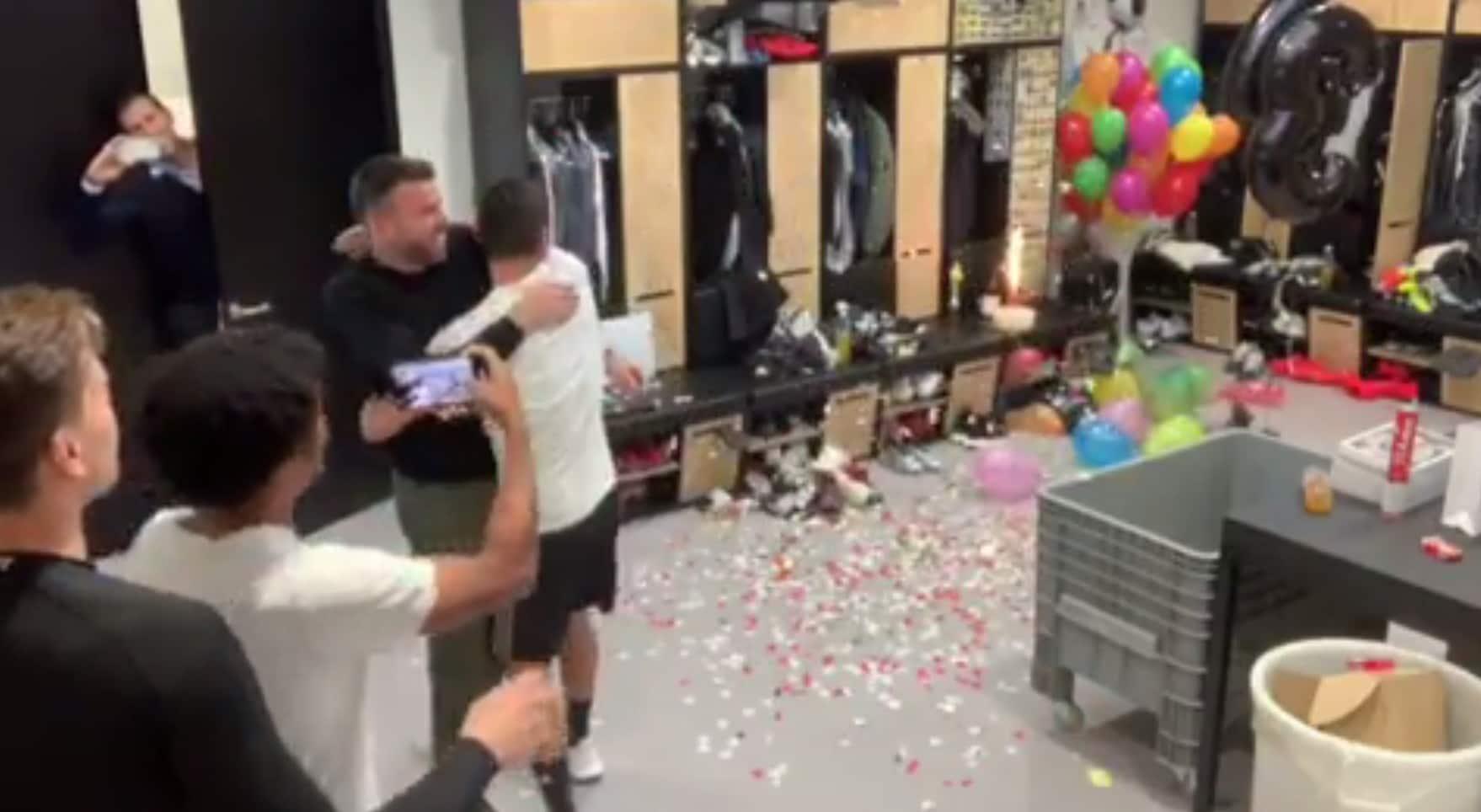 Barzagli compie 38 anni e Dybala gli organizza la festa a sorpresa