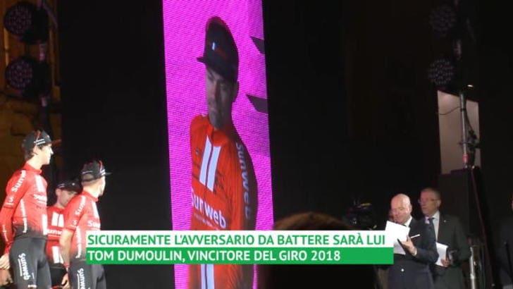 Giro d'Italia: la benedizione di Piazza Maggiore