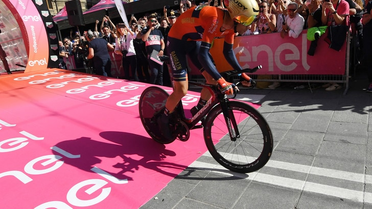 Ciclismo, Giro d'Italia: Nibali terzo. La 1ª tappa va a Roglic
