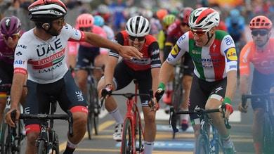 Ciclismo, Giro d'Italia: Viviani vince in volata, declassato. Tappa a Gaviria