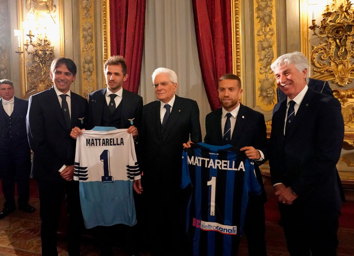 Coppa Italia, Mattarella riceve la maglia della Lazio e dell'Atalanta