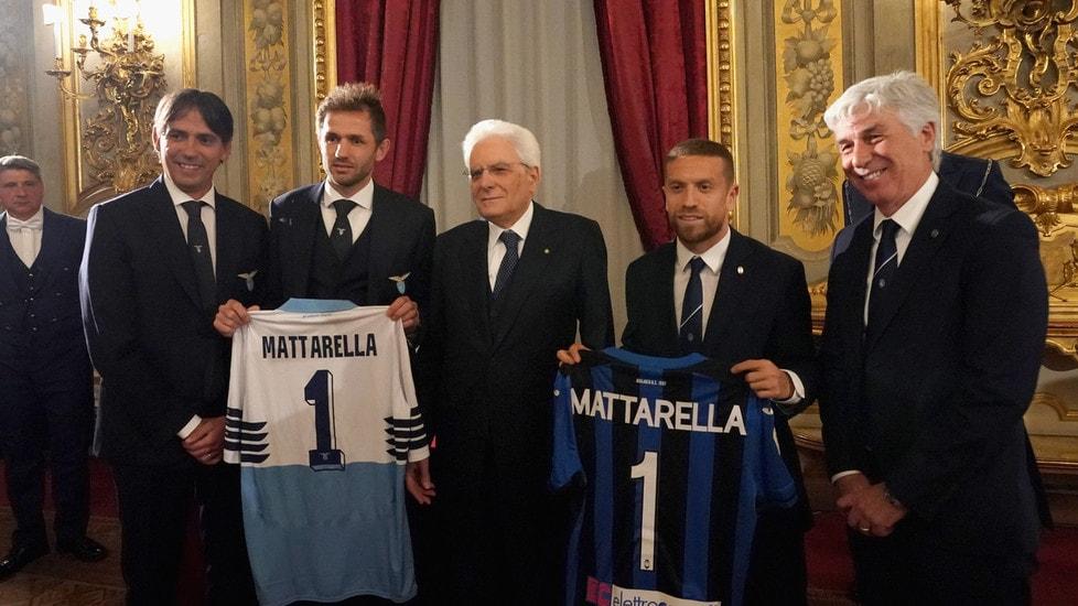 Le due finaliste della Tim Cup sono state ricevute dal Presidente della Repubblica al Quirinale. Entrambe le squadre hanno regalato al Capo di Stato la divisa ufficiale