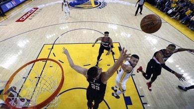 NBA Playoff: Curry show, Golden State batte Portland in gara-1