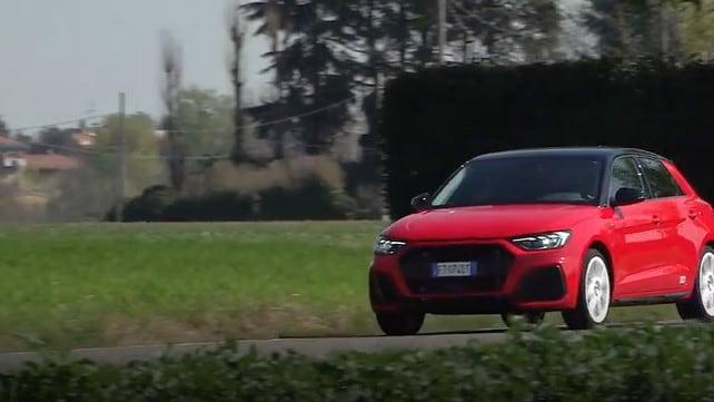 Nuova Audi A1 Sportback 30 TSI S Line: test su strada VIDEO