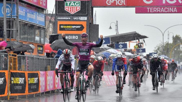 Giro d'Italia, ancora Ackermann: battuti Gaviria e Démare