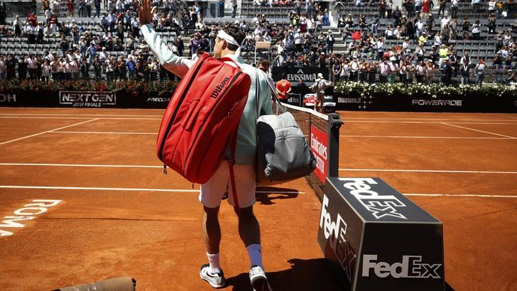 Tennis, Internazionali: esordio ok per Federer, battuto Sousa