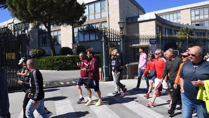 Serie B, Livorno salvo e promessa mantenuta: Diamanti sale a piedi a Montenero