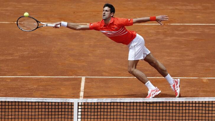 Tennis, Internazionali: Djokovic vola agli ottavi di finale