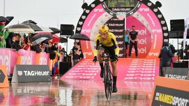 Giro d'Italia: Roglic vola sotto la pioggia e vince la crono di San Marino