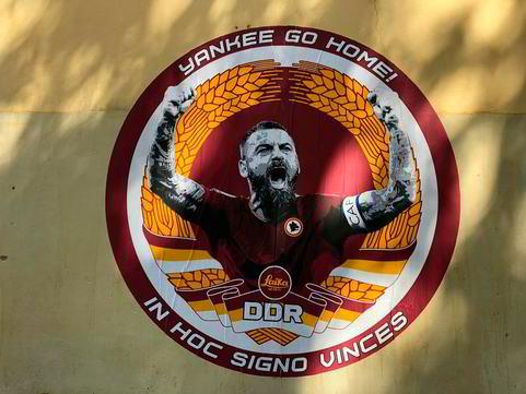 Roma, a Testaccio un murales per De Rossi