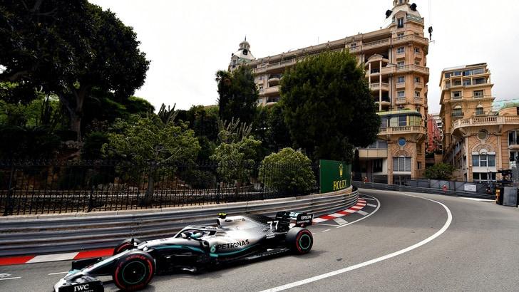 Hamilton e Bottas avanti nelle libere di Monaco, terzo Vettel