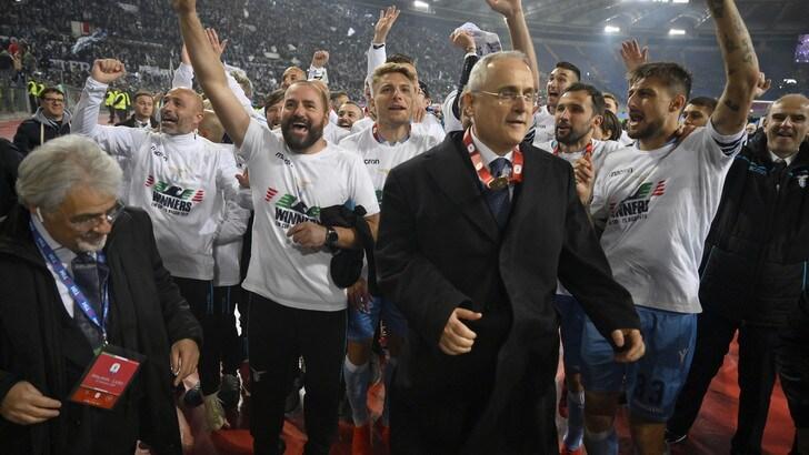 Festa a Formello, Lotito ai tifosi: «Inzaghi rimane alla Lazio»