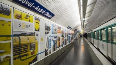 Parigi, la fermata metro Citroen celebra i 100 anni FOTO
