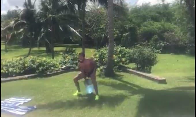 Sergio Ramos, sollevamento di boccioni d'acqua!
