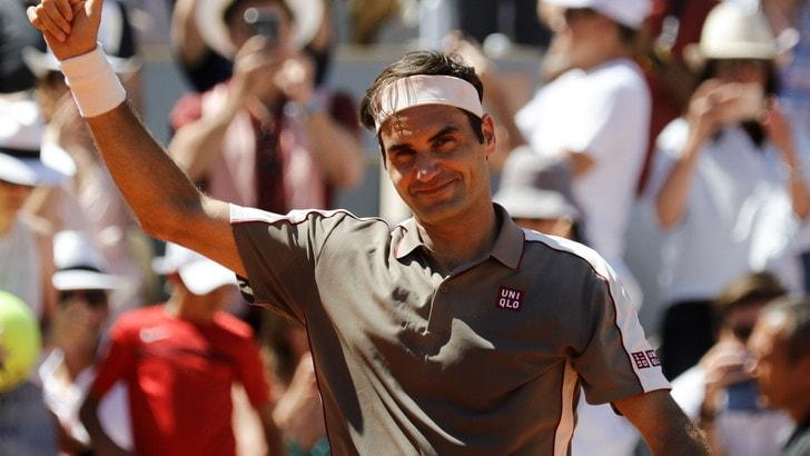Federer domina Mayer ed approda ai quarti del Roland Garros