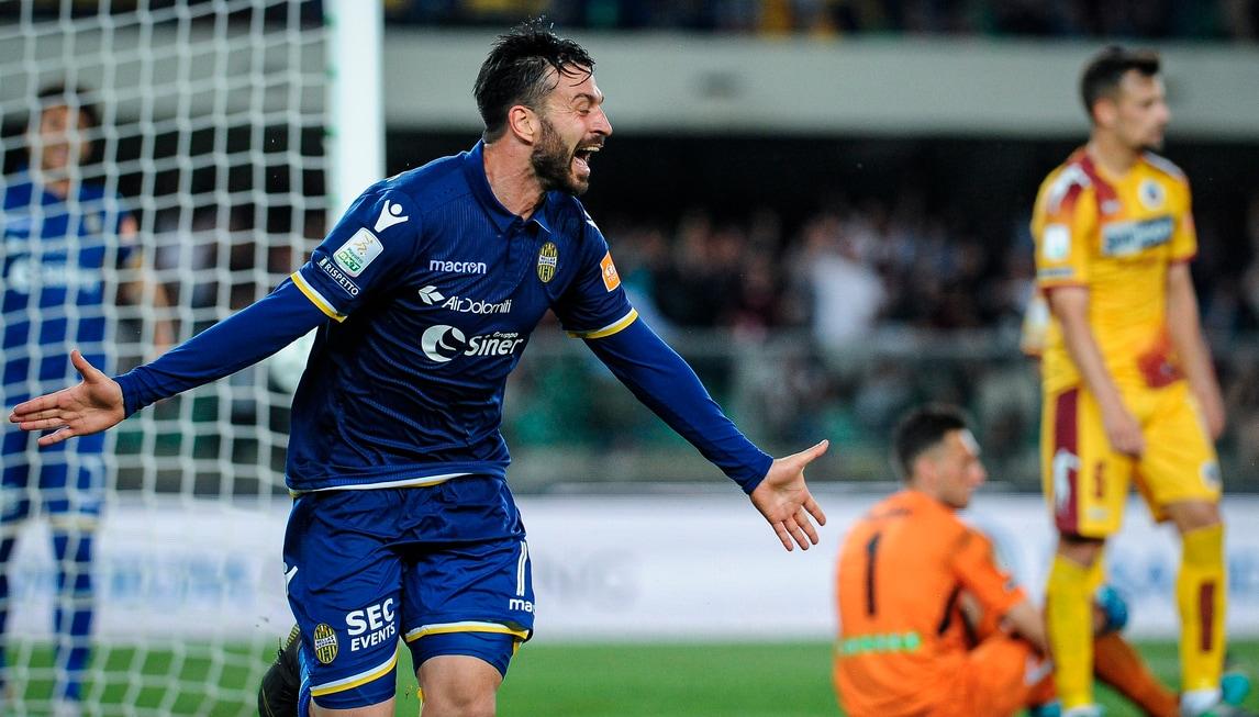 Trionfo Verona! Rimonta al Cittadella rimasto in nove ed è Serie A