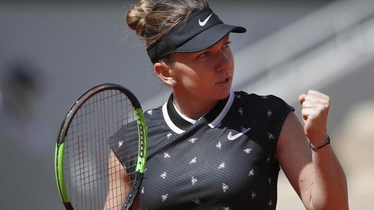 La Halep schianta la Swiatek e si qualifica per i quarti del Roland Garros
