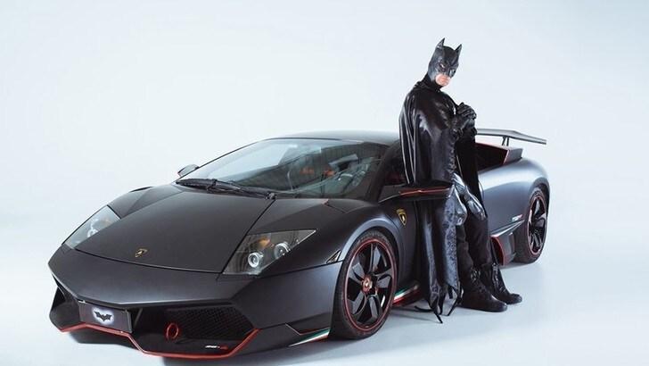 Lamborghini, Batman sulla Murcielago per beneficenza