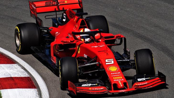 Vettel precede Leclerc: Ferrari davanti nelle terze libere