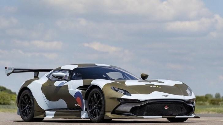 Alla Gumball 3000 Aston Martin Vulcan e Stelvio custom