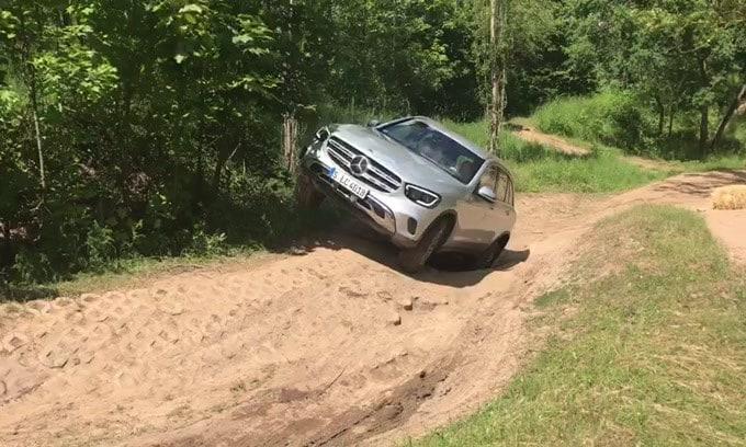 Mercedes GLC: il test off-road VIDEO