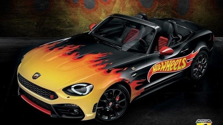 La 124 Spider fiammante di Abarth e Hot Wheels al Bovisa Drive-In