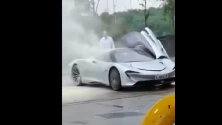 McLaren, un prototipo della Speedtail si incendia  - VIDEO