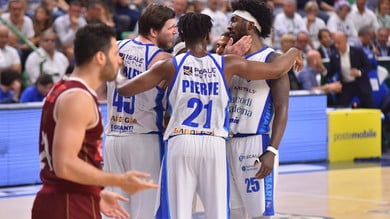 Sassari vince 95-88 contro Venezia in Gara-4: serie sul 2-2