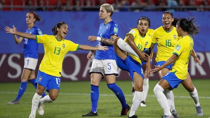 Mondiali femminili: l'Italia ko col Brasile ma resta in testa e vola agli ottavi