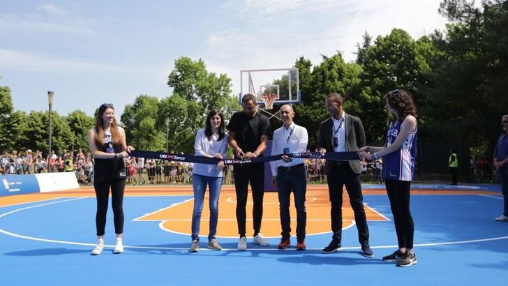 Belinelli a Torino per l'inaugurazione del nuovo campo di basket di piazza d'Armi