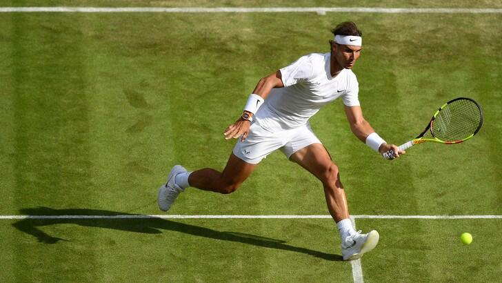 Wimbledon, Nadal facile, Kyrgios dà spettacolo. Federer col brivido