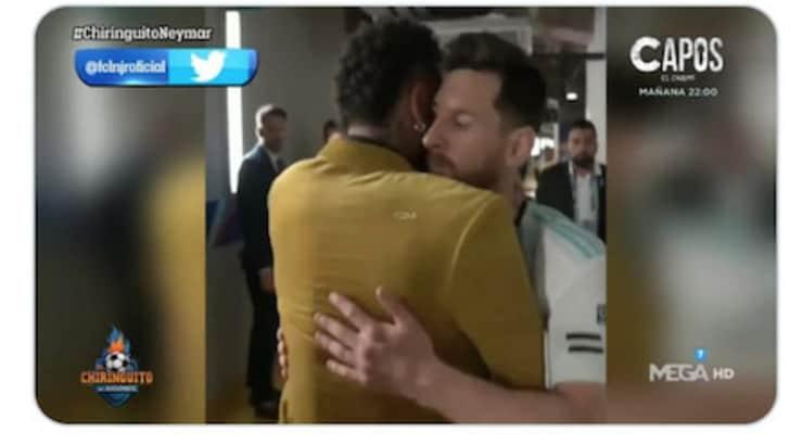 Neymar abbraccia Messi: l'amicizia oltre il mercato