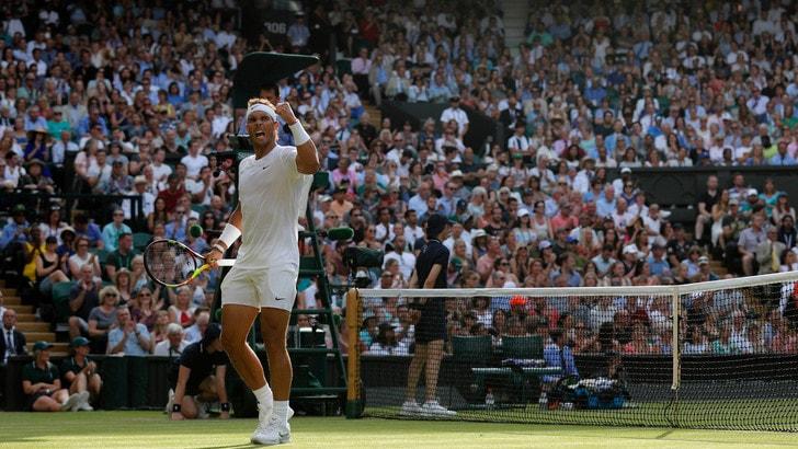 Wimbledon, Nadal stende Kyrgios e supera il turno: avanzano anche Federer e Nishikori