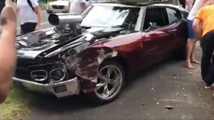 Chevrolet Chevelle, il pliota sgasa e abbatte un muro – VIDEO
