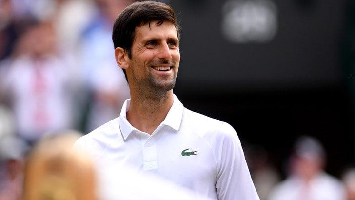 Djokovic agli ottavi di Wimbledon con un po' di fatica