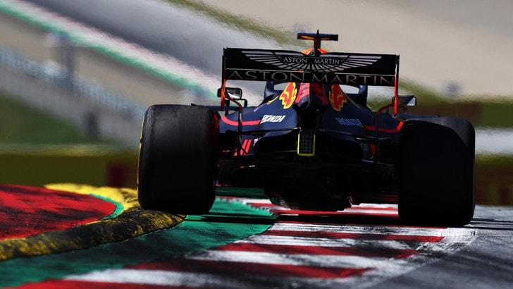 Silverstone: Red Bull, omaggio in pista a James Bond