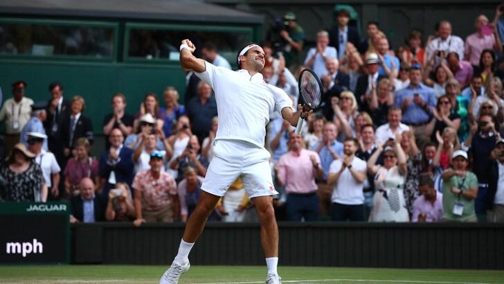 Federer batte Nadal e vola in finale a Wimbledon: sfiderà Djokovic