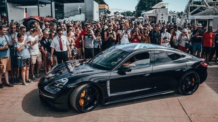 Porsche Taycan, le novità in attesa del debutto a settembre
