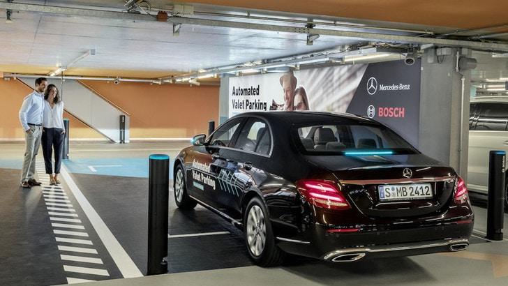 Mercedes e Bosch: al Museo di Stoccarda le auto parcheggiano da sole