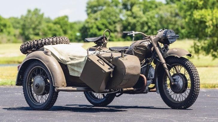 Il sidecar Dnepr, usato in guerra dai sovietici, va all'asta