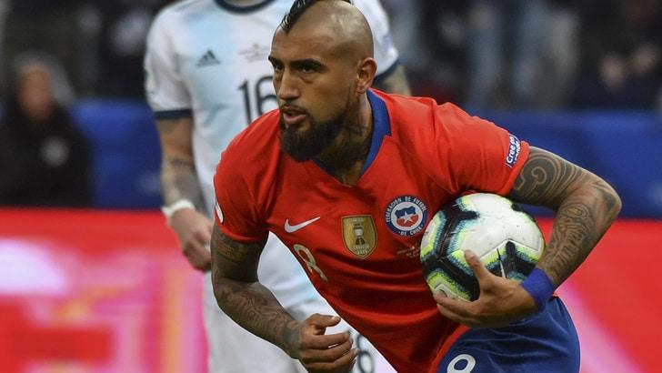Inter, Vidal nel mirino: ma servono tre uscite