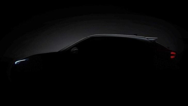 Nissan Juke 2020, il nuovo tesser svela la fiancata